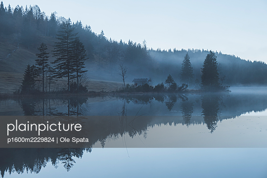 Germany, Bavaria, Karwendel, Cabin by the lake - p1600m2229824 by Ole Spata