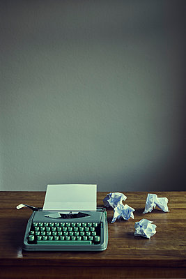 Typewriter with paper on table top - p1312m2156120 by Axel Killian