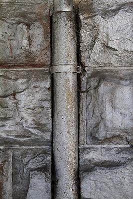 Regenrohr - p417m886550 von Pat Meise