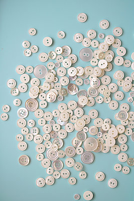 Pearl buttons - p450m2027914 by Hanka Steidle