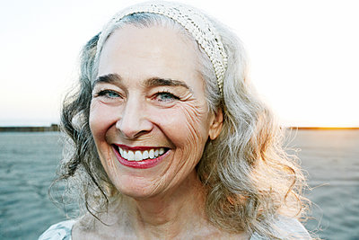 Portrait of smiling older Caucasian woman at beach - p555m1472856 by Peathegee Inc