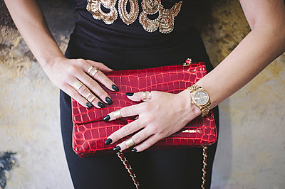 Woman with red handbag - p1150m2164073 by Elise Ortiou Campion