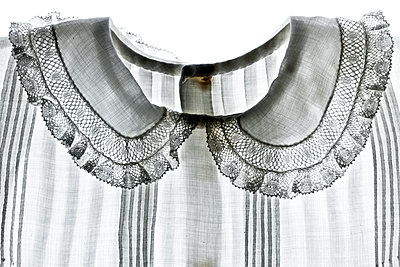 Collar of old-fashioned child's dress - p265m1169121 by Oote Boe