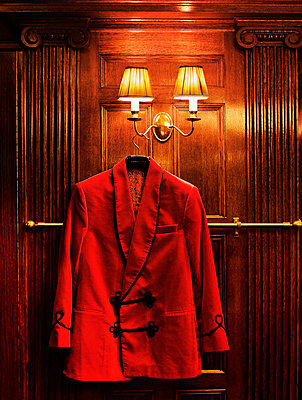 Red smoking-coat made by Turnbull and Asser Tailor - p312m672836 by Bruno Ehrs