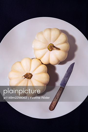 White pumpkins - p1149m2298063 by Yvonne Röder
