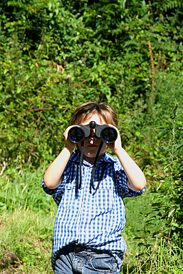 Boy with binoculars  - p681m904394 by Sandrine Léon