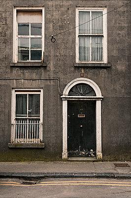 Hausfassade in Galway - p470m1134334 von Ingrid Michel