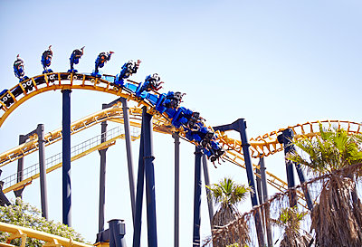 People flipping upside-down on amusement park ride - p1023m1121394f by Trevor Adeline