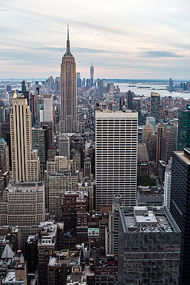 View of Empire State building at sunset  - p1057m1466851 by Stephen Shepherd