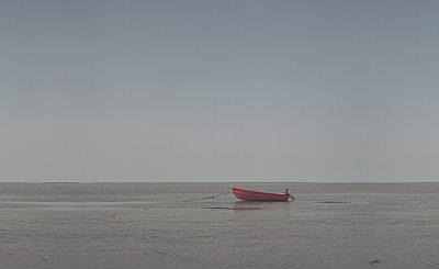 Boot im Wattenmeer - p444m1055950 von Müggenburg
