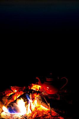 Roter Teekessel - p454m764363 von Lubitz + Dorner