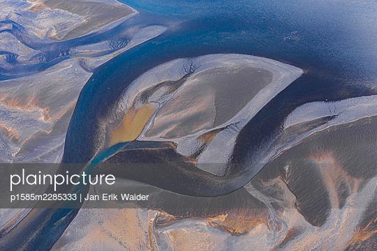 River by da drone - p1585m2285333 by Jan Erik Waider