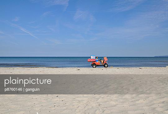 Strandverkäufer - p8760146 von ganguin