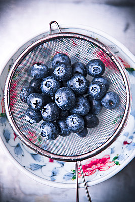 Blueberries - p1149m1515198 by Yvonne Röder