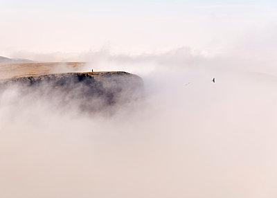 UK, Wales, Brecon Beacons, Young woman hiking at Bannau Sir Gaer Ridge - p300m2139664 by Alun Richardson