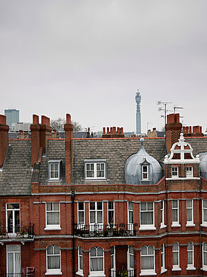 View of rooftops in London - p388m702081 by Ulrike Leyens