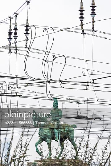 Reiterstandbild Kaiser Friedrich III. unter Strom. - p223m1586636 von Thomas Callsen