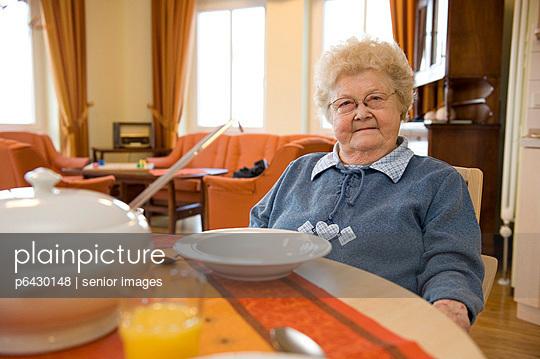 Speisesaal im Altenheim  - p6430148 von senior images