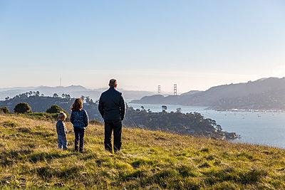 Blick zur Golden Gate Bridge - p756m1214678 von Bénédicte Lassalle