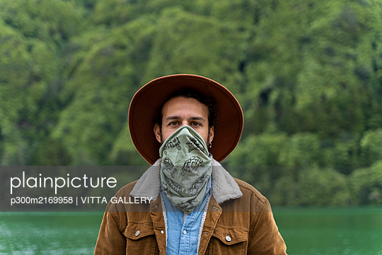 Portrait of man with scarf at lakeshore, Sao Miguel Island, Azores, Portugal - p300m2169958 by VITTA GALLERY