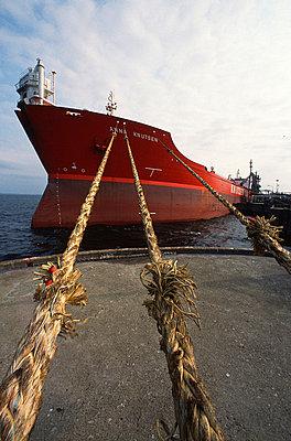 Tanker - p1003m759476 by Terje Rakke