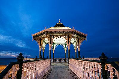 Großbritannien, Brighton, Pavillon und Pier - p1516m2158277 von Philip Bedford