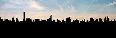 New York Skyline - p470m1481727 von Ingrid Michel