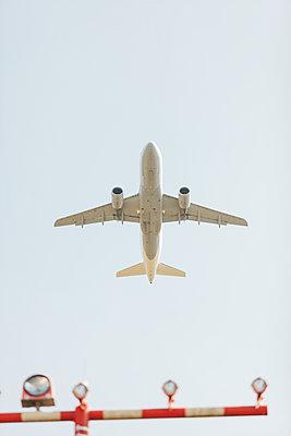 Airplane at the start - p586m1108783 by Kniel Synnatzschke