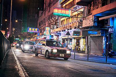Hongkong Downtown bei Nacht - p1475m1539025 von Christian Götting