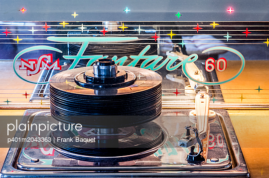 Jukebox - p401m2043363 by Frank Baquet