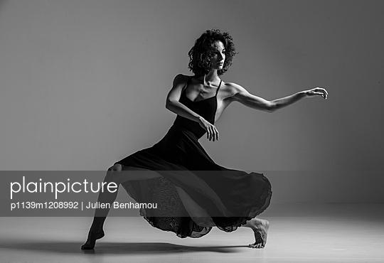 Moves - p1139m1208992 by Julien Benhamou