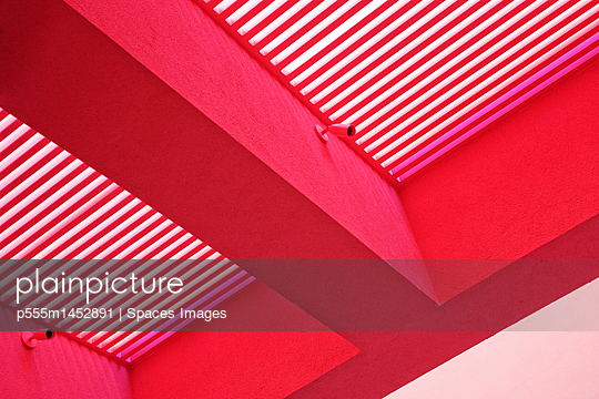 Red Open Air Cover - p555m1452891 by Spaces Images
