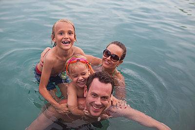 Familienzusammenhalt - p045m1574424 von Jasmin Sander