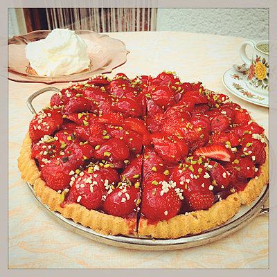 Strawberry cake with pistachios - p300m1009168f by Gaby Wojciech
