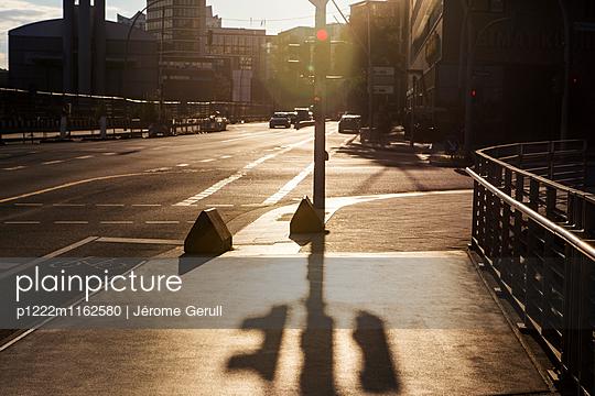 Ampel Schatten - p1222m1162580 von Jérome Gerull