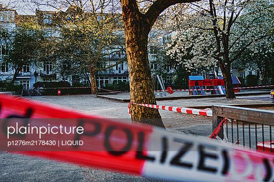 Fenced off playground, Hamburg, shutdown due to Covid-19 - p1276m2178430 by LIQUID