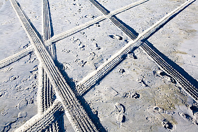 Tire Tracks and Footprints, Long Beach Peninsula, Washington - p1100m2090828 by Mint Images