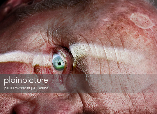 Eye - p1011m788238 by J. Scriba