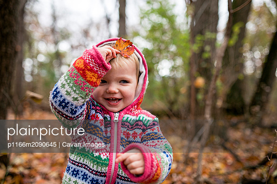 Girl in woods during fall - p1166m2090645 by Cavan Images