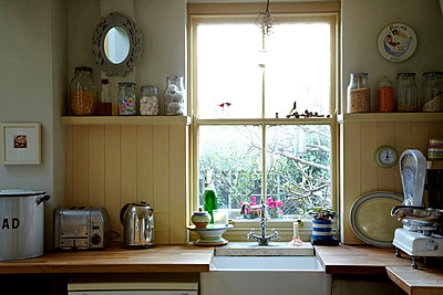 Kitchen scales - p349m786694 by Alun Callender