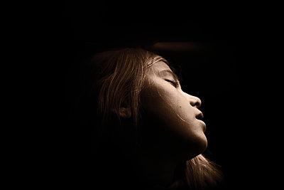 Sleeping girl - p945m2152894 by aurelia frey