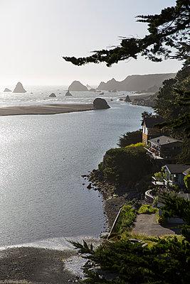 California coast at dawn - p756m1461783 by Bénédicte Lassalle