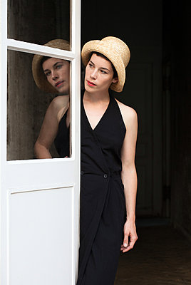 Woman wearing straw hat - p873m2015057 by Philip Provily