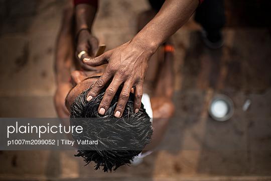 Indien, Friseur - p1007m2099052 von Tilby Vattard