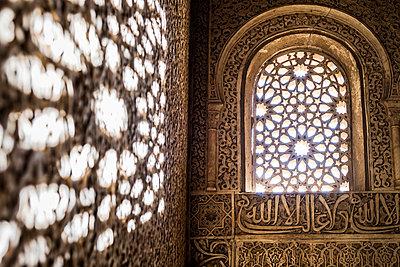 Pattern of light - p1093m855400 by Sven Hagolani