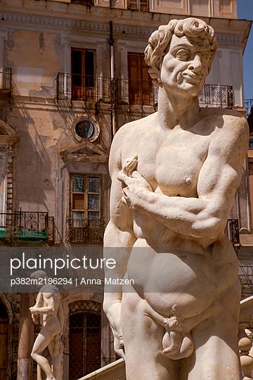 Fontana Pretoria in Palermo - p382m2196294 by Anna Matzen