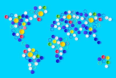 Global plastic waste - p1149m2116631 by Yvonne Röder
