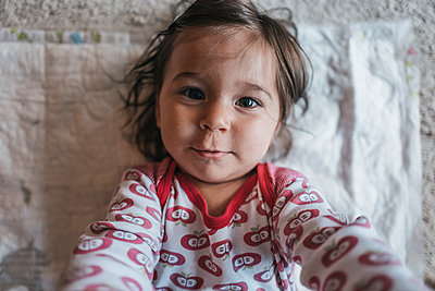 Portrait of toddler girl - p586m1178792 by Kniel Synnatzschke