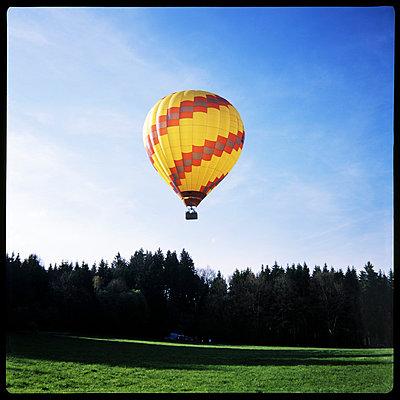 Ballooning - p7150036 by Marina Biederbick