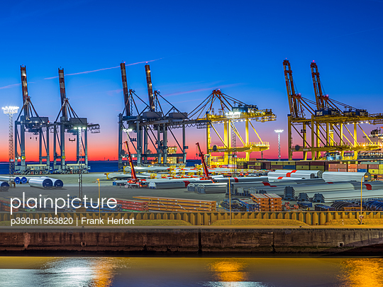 View of the overseas port in Bremerhaven - p390m1563820 by Frank Herfort